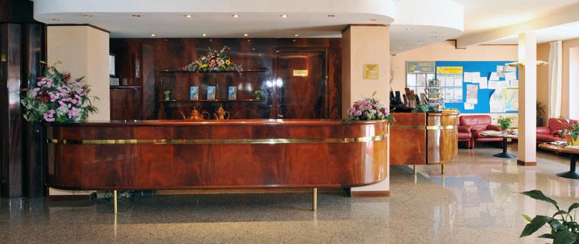Hotel Internazionale, Torri del Benaco, Italy - reception & lobby.jpg